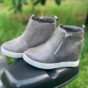 wonder nation Shoes - Girls Casual Wedge Sneaker Booties Children Shoes